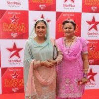 Anju Mahendroo and Divyajyotee Sharma at STAR Parivaar Awards Red Carpet