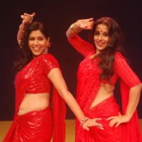 Saakshi Tanwar and Vidya Balan shaking leg on stage