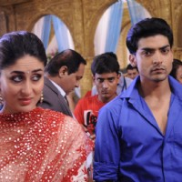 Gurmeet Choudhary with Kareena Kapoor on sets of Punar Vivah | Heroine Event Photo Gallery