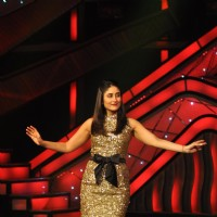 Kareena Kapoor promoting film Heroine on The Sets of Dance India Dance | Heroine Event Photo Gallery