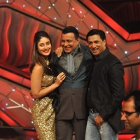 Kareena Kapoor, Mithun Chakraborty and Madhur Bhandarkar promoting Film Heroine on The Sets of Dance | Heroine Event Photo Gallery