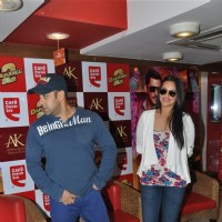 Salman Khan & Sonakshi Sinha at CCD ties-up with Dabangg2 to organise a meet-n-greet session | Dabangg 2 Event Photo Gallery