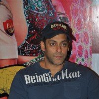 Salman Khan at CCD ties-up with Dabangg2 to organise a meet-n-greet session | Dabangg 2 Event Photo Gallery
