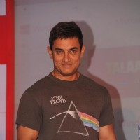 Aamir Khan pose during the felicitates winners of the Microsoft- Talash contest | Talaash Event Photo Gallery