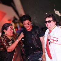 Usha Uthup, Shahrukh Khan and Bappi Lahri performed at IPL 6 opening ceremony in Kolkata