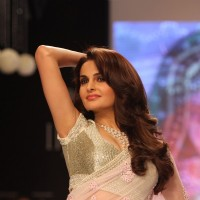 Monica Bedi walk the ramp for Gitanjali Gems at IIJW 2013