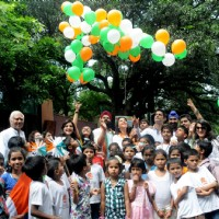 Mohit Raina's partiotism can be seen as he releases tri-colored balloons in the air