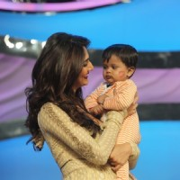 Vani plays with Sharddha's kid on DID Super Moms | Shuddh Desi Romance Event Photo Gallery