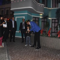 Shahrukh Khan shares the money with a little team member of his at Kidzania's launch