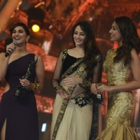 Vaani Kapoor recieves the Best debutant female Award for Shuddh Desi Romance | Shuddh Desi Romance Event Photo Gallery