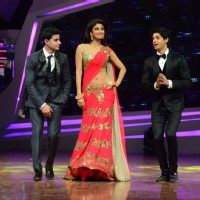 Gautam Rode, Shilpa Shetty and Karan Wahi in a gig at Nach Baliye Season 6 Grand Finale