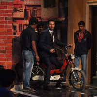 Ranveer Singh comes on Comedy Nights with Kapil riding a Luna | Gunday Event Photo Gallery