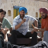 Saif Ali Khan sitting with his friend | Love Aaj Kal Photo Gallery