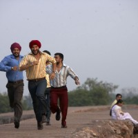 Saif Ali Khan running with his friends | Love Aaj Kal Photo Gallery