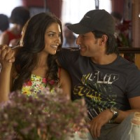 Lovable scene of Saif and Deepika | Love Aaj Kal Photo Gallery