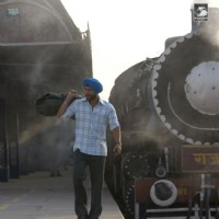 Saif Ali Khan standing on a station | Love Aaj Kal Photo Gallery