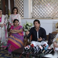 Lata Mangeshkar & Sachin Tendulkar meet Raj Thackeray