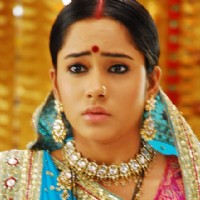 Aasiya Kazi as Santu looking confused in Bandini