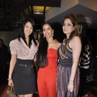 Anjana Sukhani poses with the representatives of the Eternal Reflections