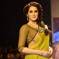 Sagarika Ghatge dazzels the ramp at the India International Jewellery Week (IIJW) 2014 - Day 2