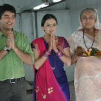Mohan, Bhakti and Nani praying in the show Hamari Devrani