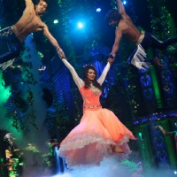 Aashka Goradia  performs at the stage of Entertainment Ke Liye Kuch Bhi Karega