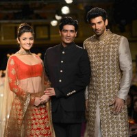 Manish Malhotra pose with Alia Bhatt and Aditya Roy Kapur at Indian Couture Week - Day 5