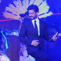 Shahrukh Khan performs at the Ticket to Bollywood Event