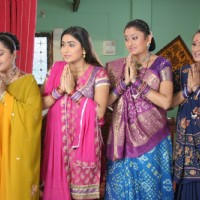 Parul, Alpa, Jalpa and Rajeshwari welcoming someone