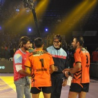 Shah Rukh Khan and Amitabh Bachchan arrive at the Pro Kabbadi League