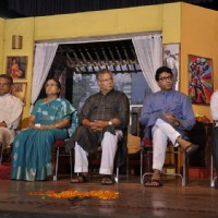 Artists along with Raj Thackeray at the Celebration of 100 Shows of Marathi Drama Gholat Ghgol