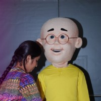 Avika Gor ties rakhi to Nicktoon Patlu