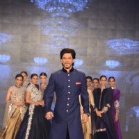 Shah Rukh Khan walks the ramp at Manish Malhotra's Show