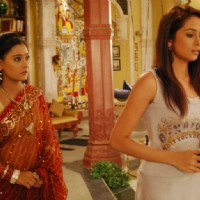 Sadhna talking to Sonia