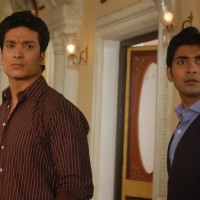 Raja Yudhishtir and Saksham looking shocked