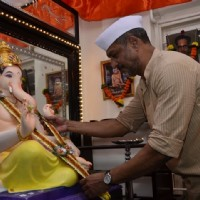 Nana Patekar offering his prayers to Lord Ganesha
