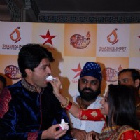 Deepika Singh feeds the cake to Anas Rashid at the Celebration