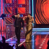 Salman Khan shakes a leg with Rekha on Bigg Boss 8