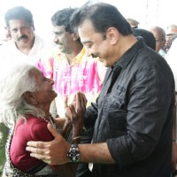 Kamal Haasan greets his fan at the Launch of Lake Cleaning Movement