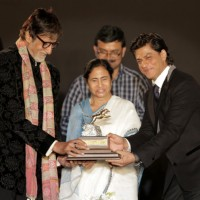 Amitabh Bachchan and Shah Rukh Khan present Mamata Banerjee with a Trophy at Kolkatta Film Festival