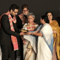 Mamata Banerjee presents an award to Abhishek Bachchan at Kolkatta Film Festival