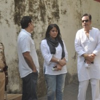 Parmeet Sethi, Archana Puran Singh and Deepak Parashar pay their respect to Ravi Chopra
