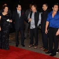 Salim Khan welcomes Dilip Kumar and Saira Banu at Arpita Khan's Wedding Reception