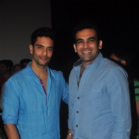 Angad Bedi poses with Zaheer Khan at the Special Screening of Ungli
