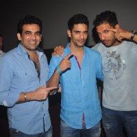 Angad Bedi poses with Zaheer Khan and Yuvraj Singh at the Special Screening of Ungli