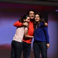 Shiamak Davar with Karisma Kapoor & Raveena Tandon at the Mumbai Finale of his Winter Funk