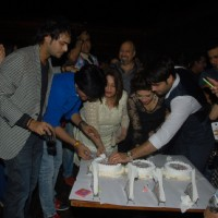 Vahbbiz Dorabjee Dsena and Shashank Vyas cut their Birthday Cake