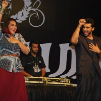 Sonakshi and Arjun perform at the Promotions of Tevar at Mithibai College