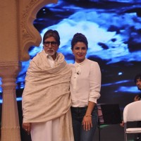 Priyanka Chopra poses with Amitabh Bachchan at the NDTV Cleanathon