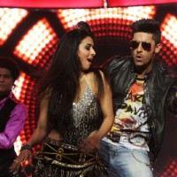 Ravi Dubey performs with Hina
